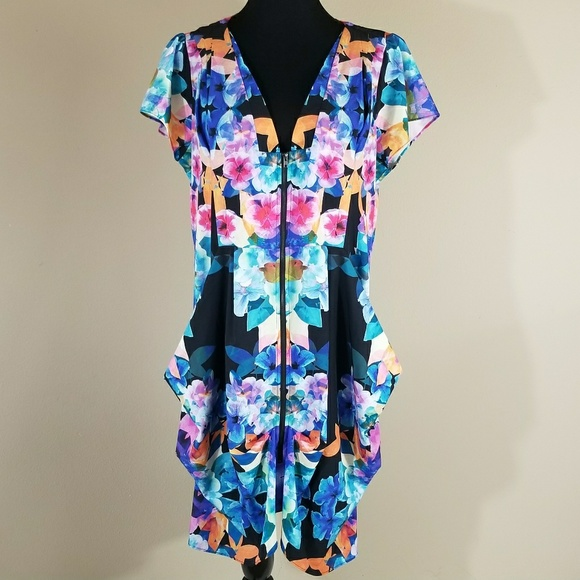 6270dcf7676 City Chic zip front pleated floral tunic size 18W